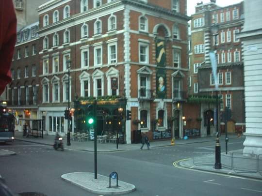 Pub Typique Londonnien near Trafalgar Square